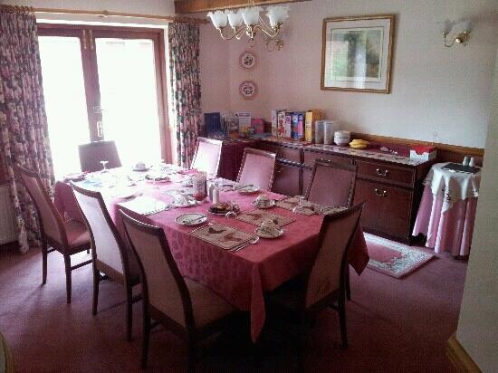 The Olde Barn: main breakfast room.