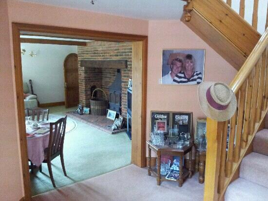 The Olde Barn: The Hall, lounge, breakfast room