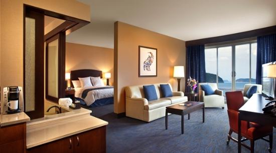 Swinomish Casino & Lodge: Corner Suite