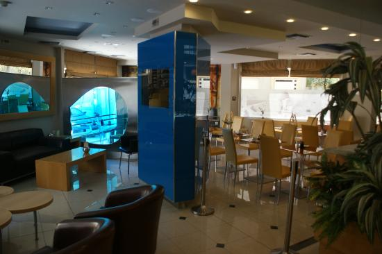Kastro Hotel : lobby and breakfast area