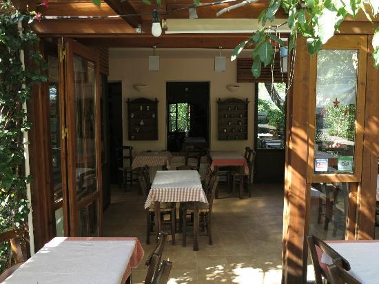 Taverna Kares: Front view - Interior