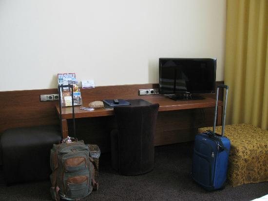 TOP Hotel Hammer: desk area