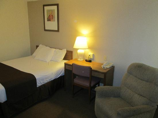 Super 8 Dubuque/Galena Area: Room 119