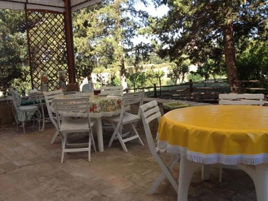 Casa Giulia Country House: tavoli del gazebo