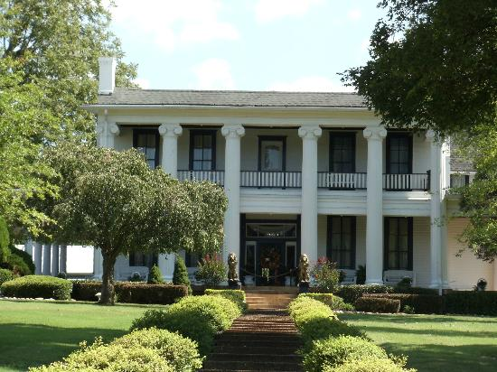 front of her Plantation Home - Picture of Loretta Lynn\'s Ranch ...