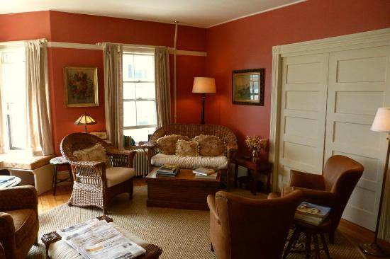 Pentagoet Inn: First floor sitting room