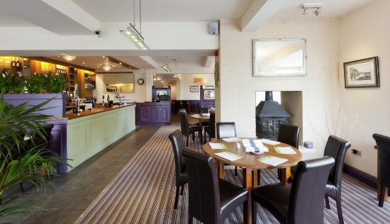 The New Holly Country Pub & Inn: Bar Area after refurb Aug 2011