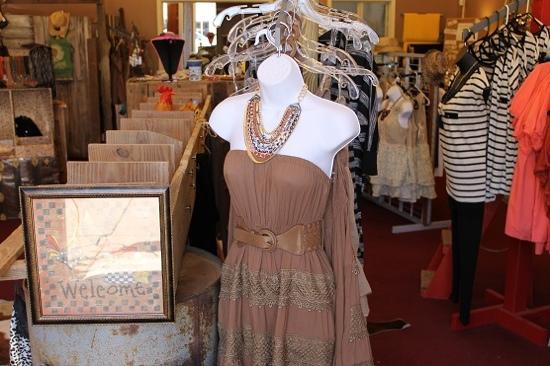 Main Street Historic District: shopping