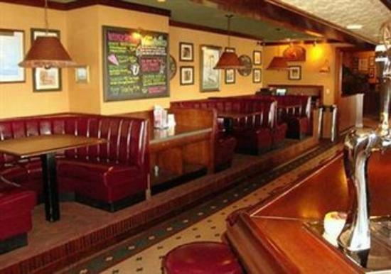 Quality Inn & Suites Riverfront: G.S. Steamer's Bar & Grill (Lobby Level)
