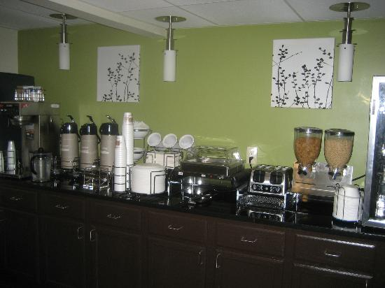 Sleep Inn North Knoxville: Breakfast Bar