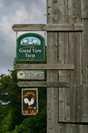 Vermont Grand View Farm and Bed & Breakfast: Farm sign