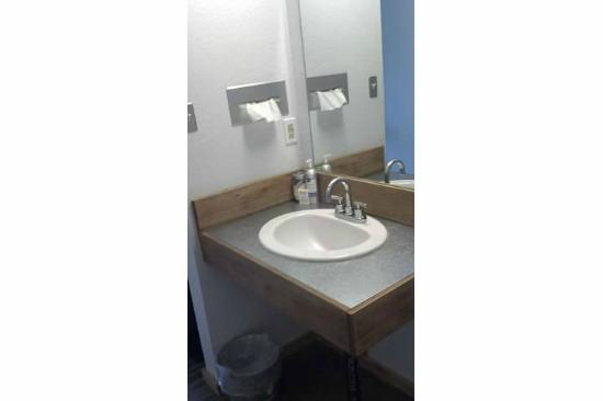 Adrift Hotel and Spa: Sink in the room (just outside wc/bathtub)