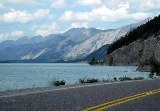 Muncho Lake Provincial Park: Muncho Lake - Alaska Highway