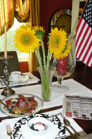 Bridge House Bed and Breakfast: Happy 4th of July