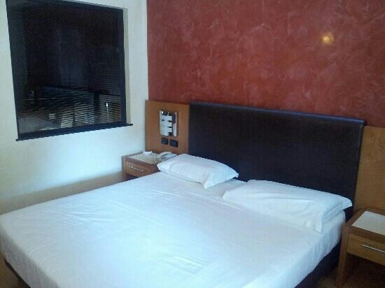 Castelletto sopra Ticino, İtalya: camera standard letto