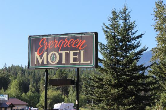 Evergreen Motel: Motel Sign