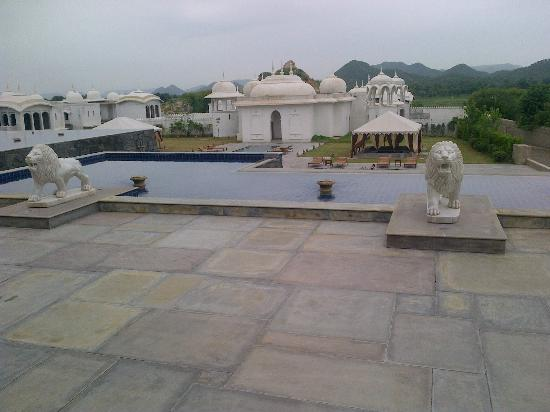 Fairmont Jaipur: POOL