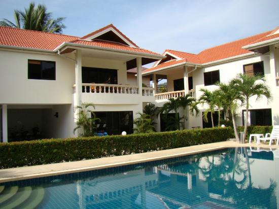 Phuket Riviera Villas : Вилла и бассейн