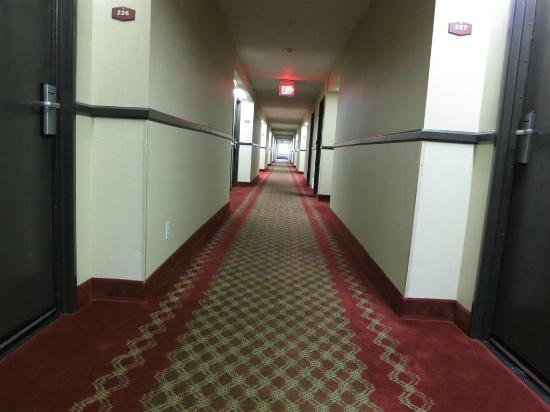 Days Inn & Suites Vancouver: hallways