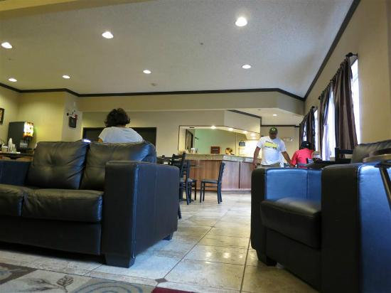 Days Inn & Suites Vancouver: lobby