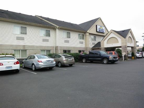 Days Inn & Suites Vancouver : outside