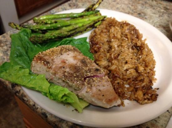 Slim and Shorty's : Ahi grade Tuna with fried rice and grilled asparagus