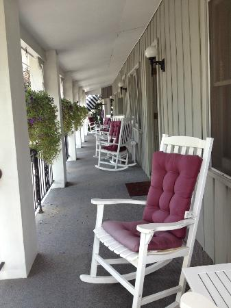 Carriage House Inn: porch overlooking the street