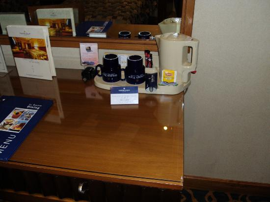 Golden Tulip Al Barsha: Coffee available in the room