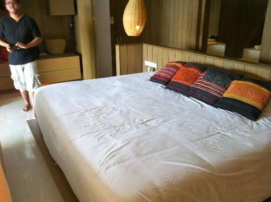 Veranda High Resort Chiang Mai - MGallery Collection: Biggest bed ever