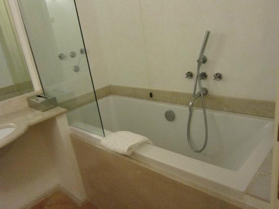 Residenza Frattina: lovely bathroom