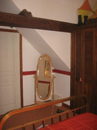 Le Moulin de la Follaine: room