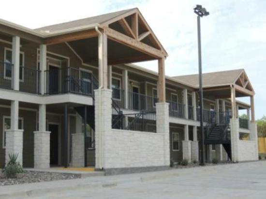 Cotulla, TX: Eagle's Den Suites
