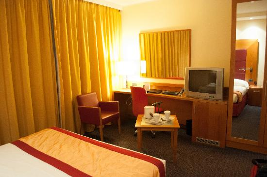 Crowne Plaza Venice East-Quarto d'Altino: TV and desk