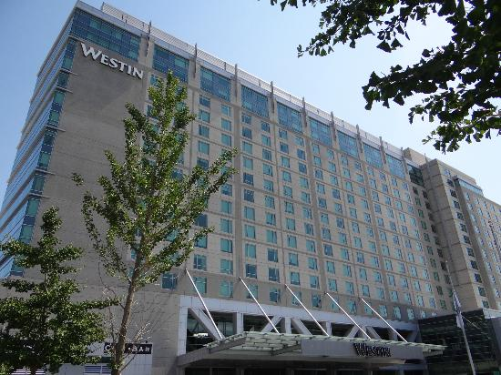 The Westin Boston Waterfront: front of hotel