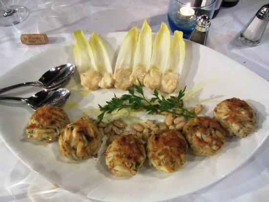 Milos: Order of 3 crab cakes that served as 6 smaller cakes;)