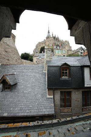 Auberge Saint-Pierre: VISTA DA CAMERA LATO CATTEDRALE