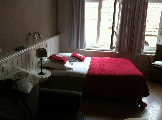 hotel flats leopold: