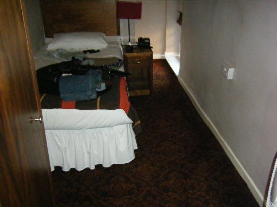 George Hotel: Room 208