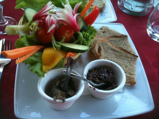 AU VIEUX GASSIN : duo de tapenade et anchoïade aux légumes croquants