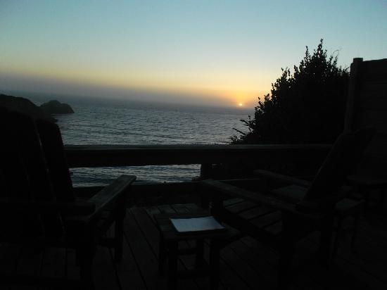 The Griffin House Inn: Sun setting. Time to enjoy the complimentary bottle of wine.