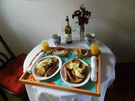 The Griffin House Inn: Hot breakfast delivered to room