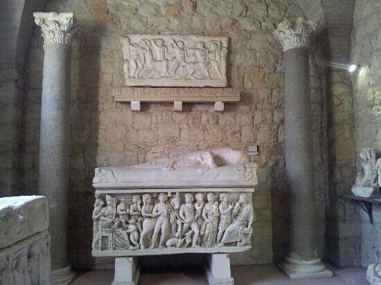Archaeological Museum Split: sarcofago con motivos del mito de medusa