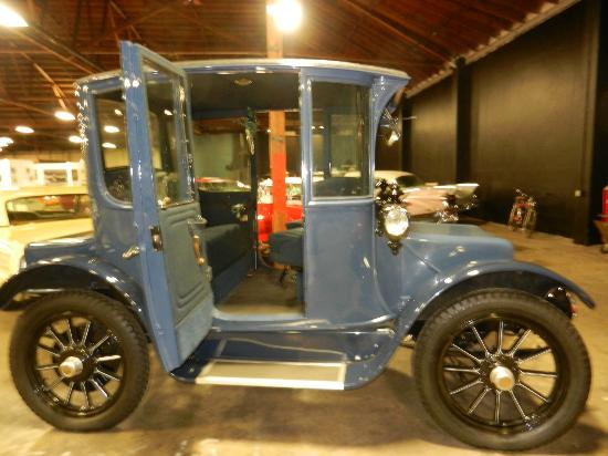 California Automobile Museum: 1913 electric car