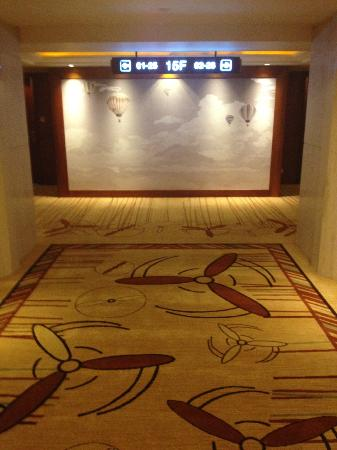 Shenzhenair International Hotel: Even Airplane themed carpets on the landings