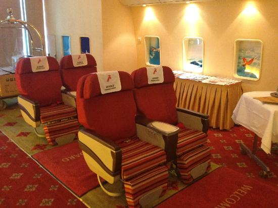 Shenzhenair International Hotel: Shenzen Airlines Business class seats in the concierge area