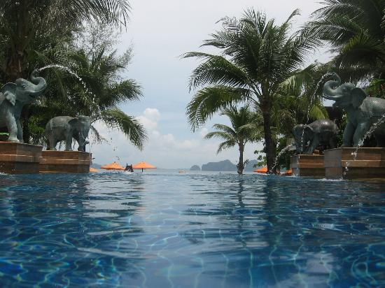 Amari Vogue Krabi: Infinite pool