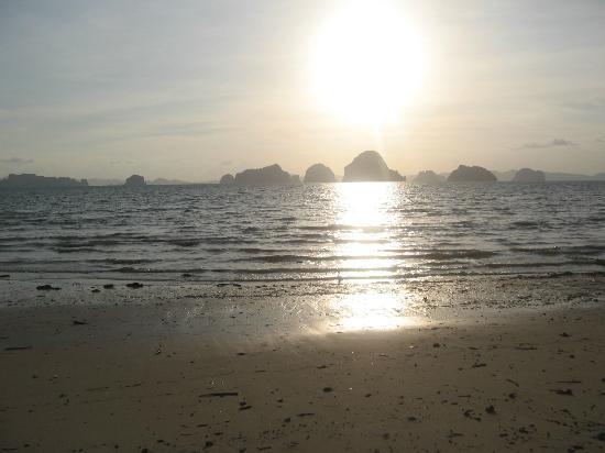Amari Vogue Krabi: beach