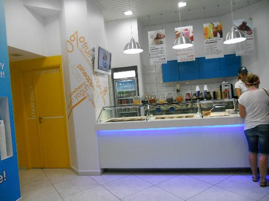Myyoo Frozen Yogurt Shop: Bancone