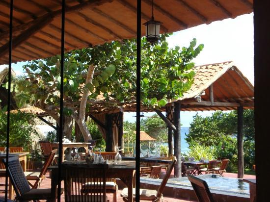 IKIN Margarita Hotel & Spa: Vista desde el interior del restaurant hacia la terraza