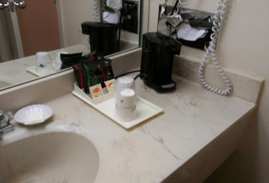 Holiday Inn Miami West - Hialeah Gardens: Coffee set-up